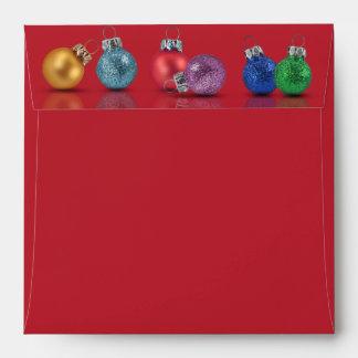 Ornamentos coloridos del navidad - cuadrado del sobres