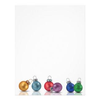 Ornamentos coloridos del navidad - efectos de plantilla de membrete