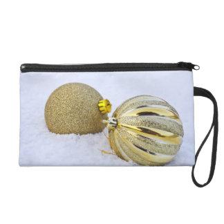 Ornamentos de la bola del navidad del oro en el