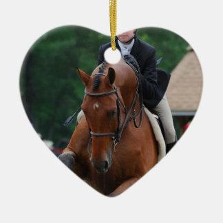Ornamentos de la demostración del caballo del adorno navideño de cerámica en forma de corazón