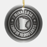 """Ornamentos del acero de Minnesota"" Adorno Navideño Redondo De Cerámica"