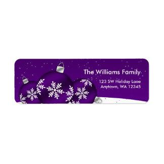 Ornamentos del copo de nieve del navidad púrpura y etiqueta de remite
