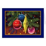 Ornamentos del navidad en el árbol - tarjeta del