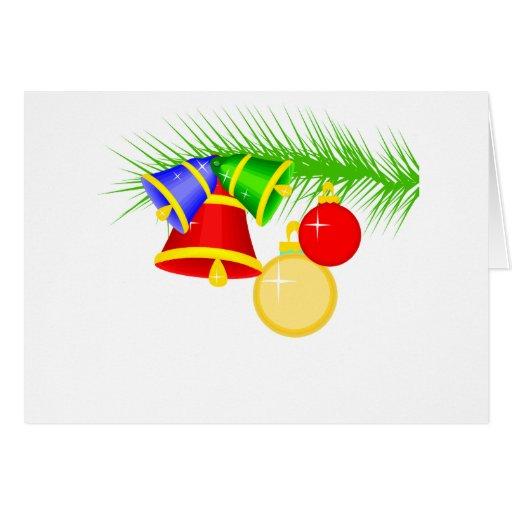 Ornamentos del navidad que cuelgan en una rama de  tarjeta de felicitación