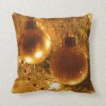 Ornamentos del oro cojin