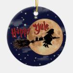 Ornamentos felices de Navidad de la bruja de Yule Adorno Redondo De Cerámica
