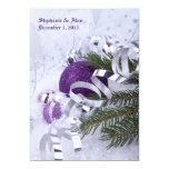 Ornamentos púrpuras chispeantes que casan la invitación 12,7 x 17,8 cm