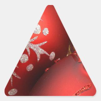 Ornamentos rojos del día de fiesta colcomanias triangulo