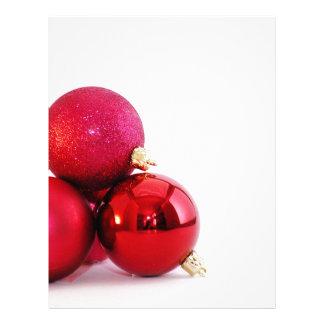 Ornamentos rojos del navidad membretes personalizados