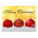 Ornamentos rojos del navidad, nieve, brillo amaril tarjetas postales