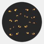 Oro asustadizo de los ojos pegatina redonda