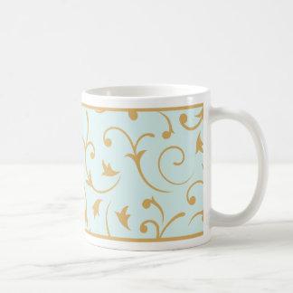 Oro barroco del diseño en azul claro taza