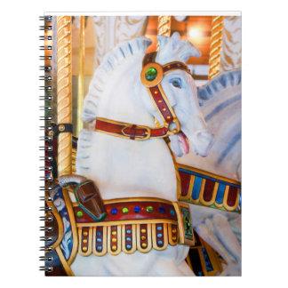 Oro blanco del azul de las páginas del cuaderno 80