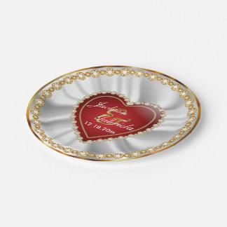 Oro, boda o aniversario de diamante rojo y falso platos de papel