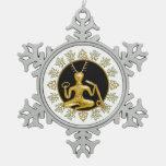 Oro Cernunnos, acebo, y Tri-quatra - estaño Orn