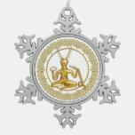 Oro Cernunnos y espirales - ornamento 5 del estaño