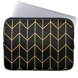 Oro Chevron en moda moderna del fondo negro Mangas Computadora