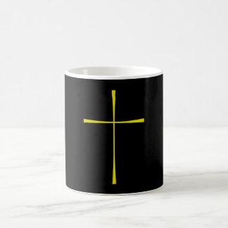 Oro cruzado del libro de oración taza de café