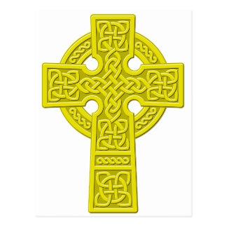 Oro de la cruz céltica tarjeta postal