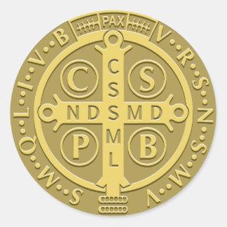 Oro de la medalla de San Benedicto Pegatina Redonda