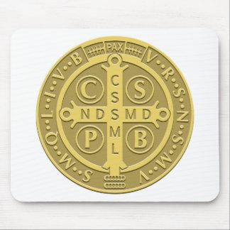 Oro de la medalla de San Benedicto Tapete De Ratón