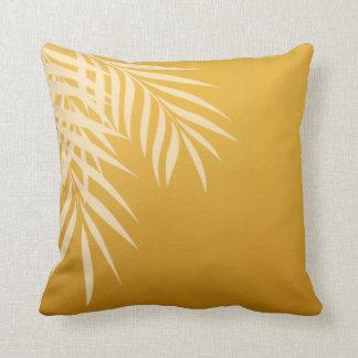 Oro de la silueta el de la palmera de la playa almohadas