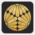 Oro de lunes del crisantemo de Kiku en negro Pegatina Cuadrada