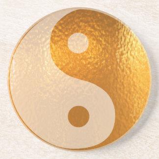 Oro de YinYANG - balanza de Yin Yang Posavasos De Arenisca