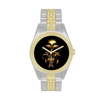 Oro del cráneo y reloj del tono plateado