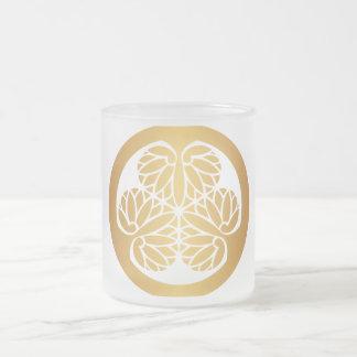 Oro del escudo de la familia de lunes del japonés tazas