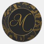 Oro del monograma M y sello negro del boda del Pegatina Redonda