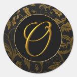 Oro del monograma O y sello negro del boda del Pegatina Redonda