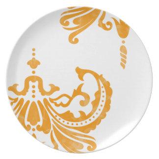Oro del ranúnculo del vintage y damasco blanco platos