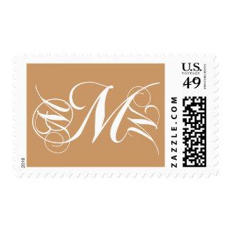 Oro del sello de la inicial M de la letra del mono