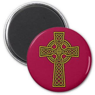 Oro del skelton de la cruz céltica imán redondo 5 cm
