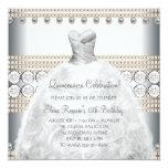 Oro del vestido de fiesta e invitaciones blancas anuncio