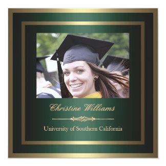 Oro e invitación verde de la graduación