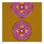 Oro indio y discos rosados que casan la invitación
