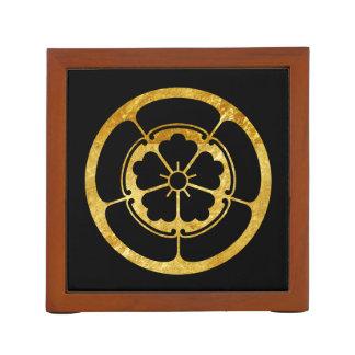 Oro japonés del clan del samurai del Oda lunes en