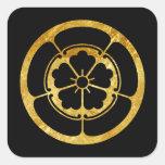 Oro japonés del clan del samurai del Oda lunes en Pegatina Cuadrada