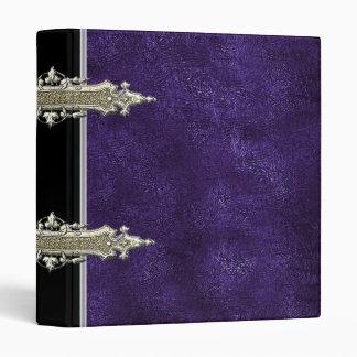 Oro metálico y carpeta de cuero violeta