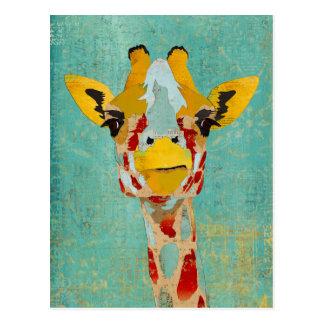 Oro que mira a escondidas la postal de la jirafa