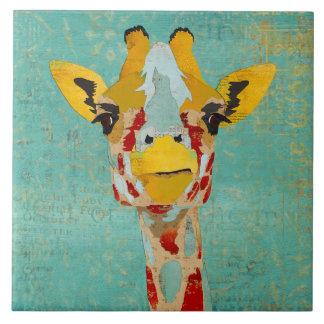 Oro que mira a escondidas la teja de la jirafa