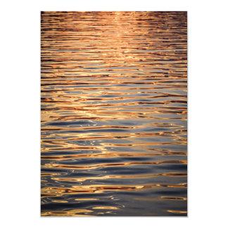 Oro superficial del agua invitación 12,7 x 17,8 cm