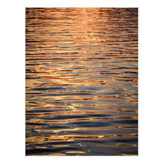 Oro superficial del agua tarjeta postal