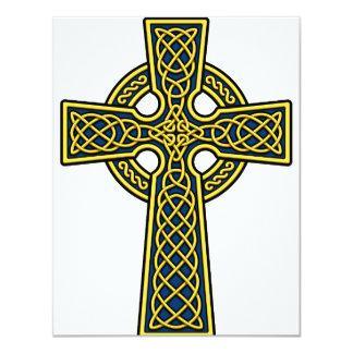 """Oro y azul de la cruz céltica invitación 4.25"""" x 5.5"""""""