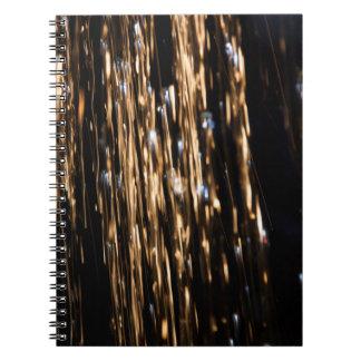 Oro y cuaderno azul de la lluvia