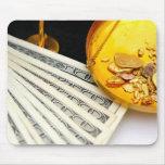 Oro y efectivo tapetes de ratón