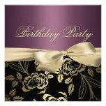 Oro y invitación color de rosa púrpura del cumplea