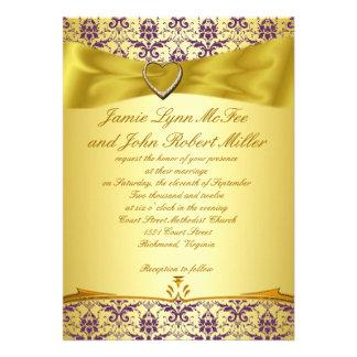 Oro y invitación púrpura del boda del damasco